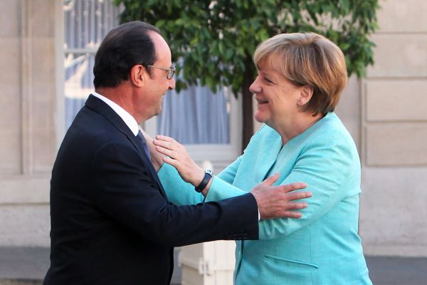 Hollande a Merkelová po jednání o řeckém referendu.