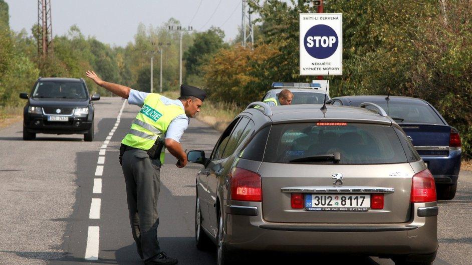 Policisté odkláněli dopravu u Litvínova kvůli výbuchu v chemičce Unipetrol.