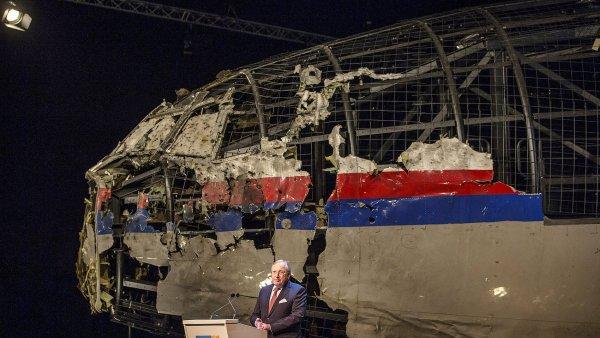 Kostra letadla sestřeleného nad východní Ukrajinou.
