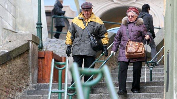 Podle dosavadních pravidel se věk odchodu do penze odsouvá u mužů každý rok o dva měsíce a u žen o čtyři – ilustrační foto.