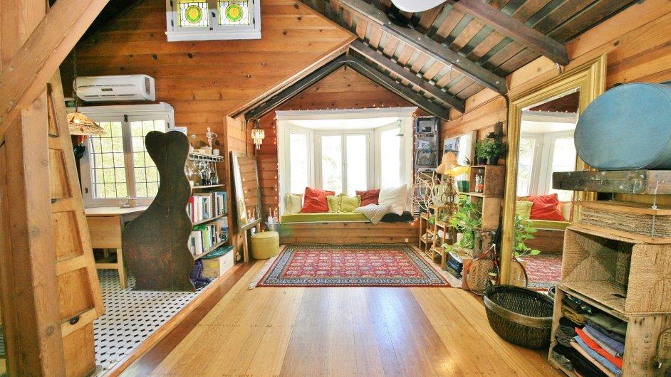 V tomto útulném domku pobýval Charlie Chaplin spolu se svým štábem v průběhu natáčení.