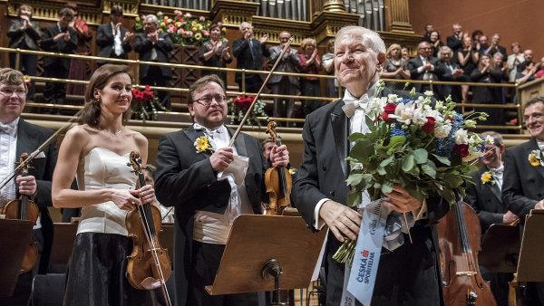 Česká filharmonie v sobotu zahrála k 70. narozeninám svého šéfdirigenta Jiřího Bělohlávka (na snímku).