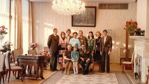 Na snímku z výstavy Leonid Brežněv s rodinou z roku 1977.