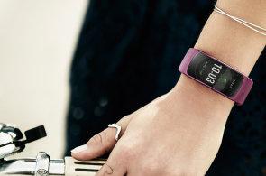 Test: Samsung Gear Fit 2 má blíže k hodinkám než k fitness náramku, jen nesmí uplavat