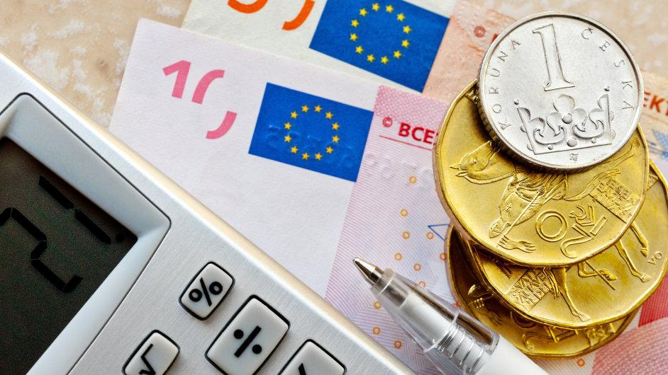 Podle ekonomů čeká českou měnu další posilování, momentálně se usadila pod 26 korunami za euro.