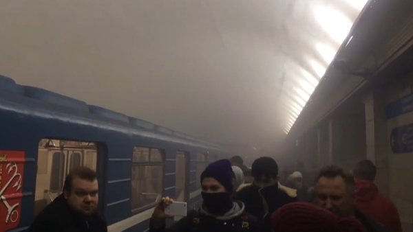 Metrem v Petrohradě otřásly exploze