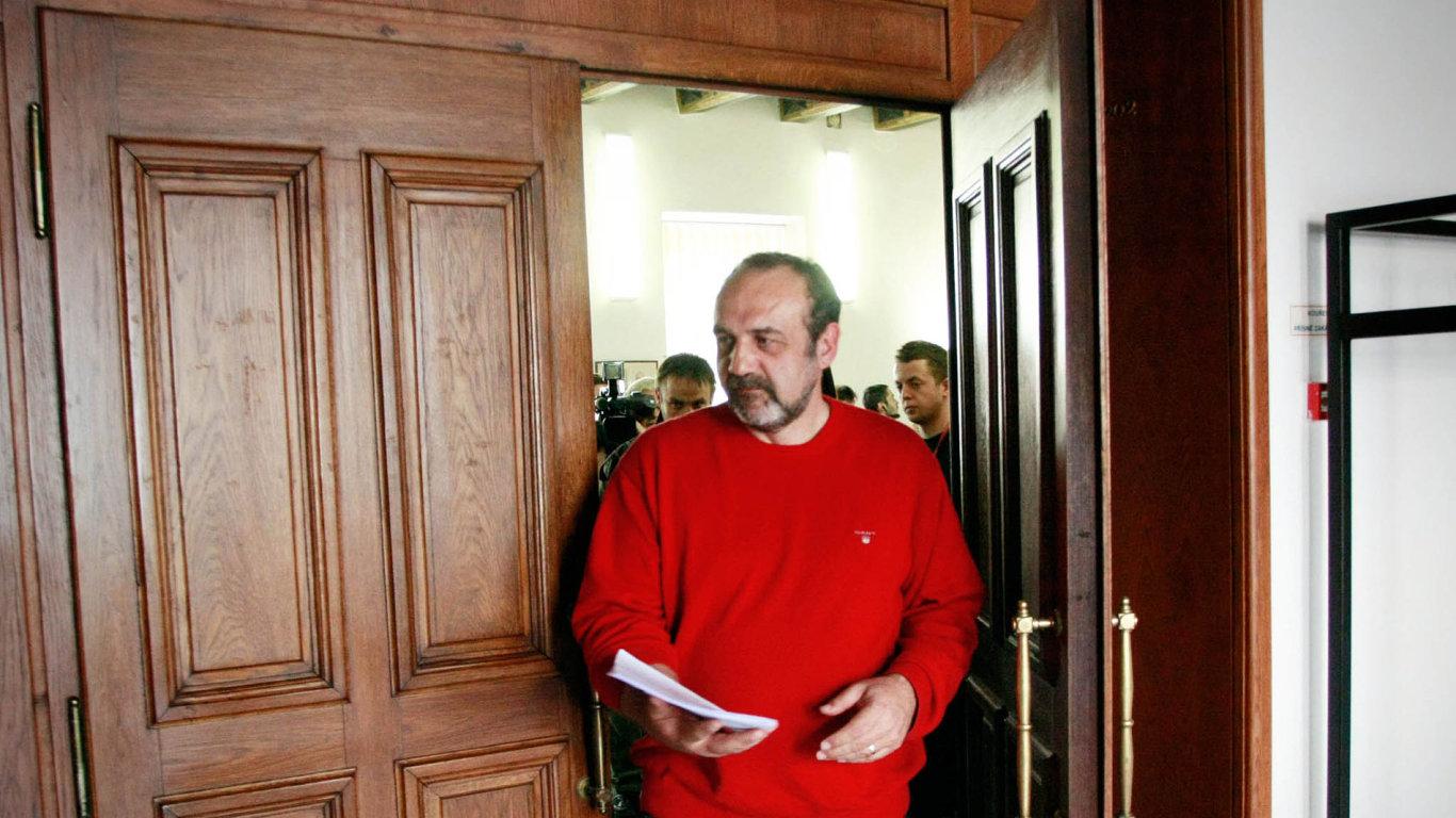 Naministerstvu školství vodboru sportu do konce května pracoval Michal Kraus, bývalý poslanec ČSSD známý zkakaové kauzy.