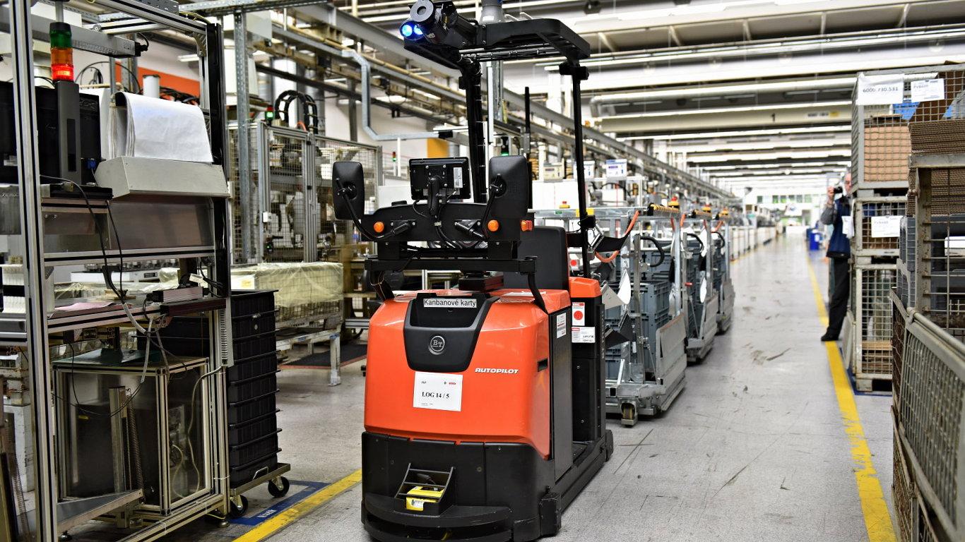 Díky automatizaci dvou tažných souprav firma Bosch pro daný proces potřebuje na směnu o jednoho pracovníka méně.