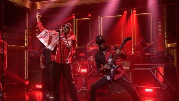 Snímek z vystoupení Prophets of Rage v talkshow Jimmyho Fallona.