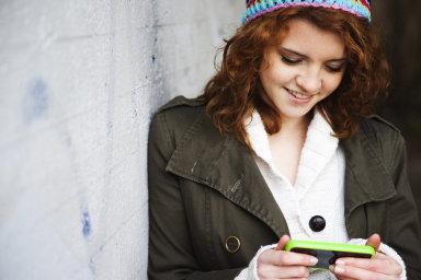 Internet v mobilu (ilustrační foto)