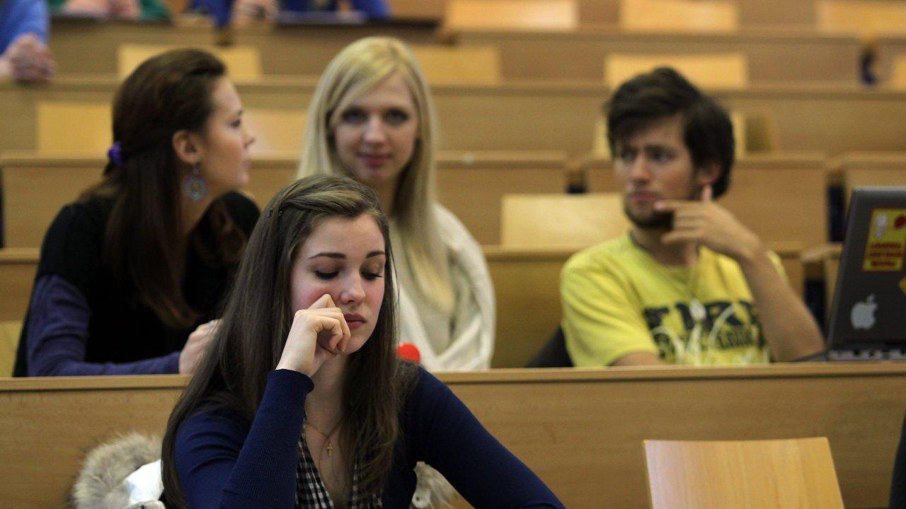 Na českých vysokých školách studovalo loni 43 622 cizinců - Ilustrační foto.