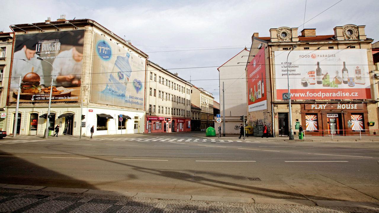 S vizuálním smogem chce pražský magistrát bojovat alespoň pomocí pravidel reklamy, ta ale nebudou závazná. Ilustrační foto.