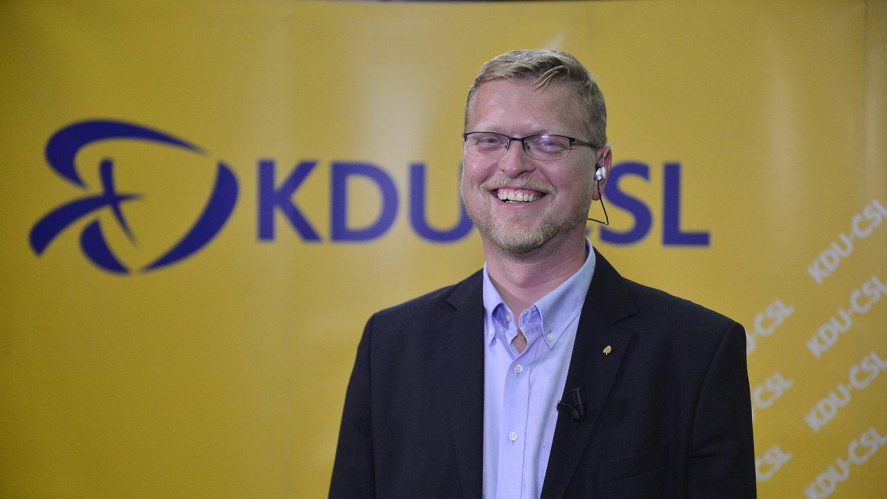 Pavel Bělobrádek ve volebním štábu KDU - ČSL.