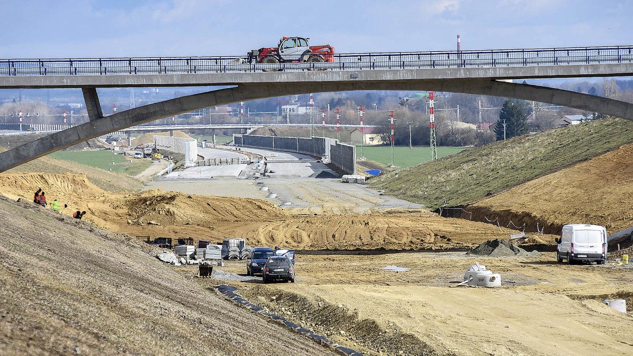 K největším a nejnákladnějším stavbám patří zejména nové úseky jihočeské dálnice D3.