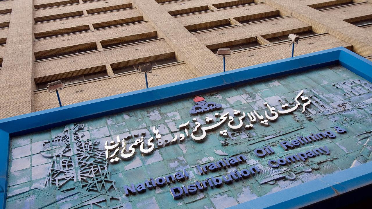 Írán zmobilizuje všechny zdroje, aby prodával ropu na