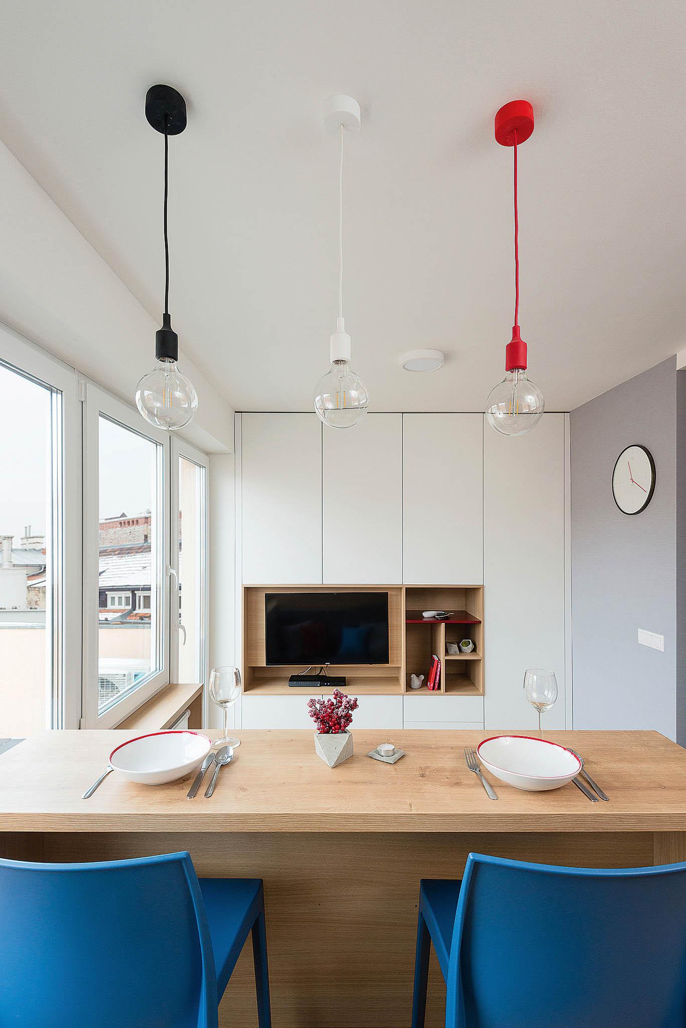 Aby se malý byt nestal jen zmenšeninoubytu velkého, musí architekti častosáhnout knezvyklým řešením.