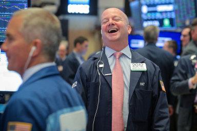 Úsměvy na Wall Street. Na newyorské burze byl v červnu důvod k radosti. Americké akcie rostly nejvíce za několik desítek let.