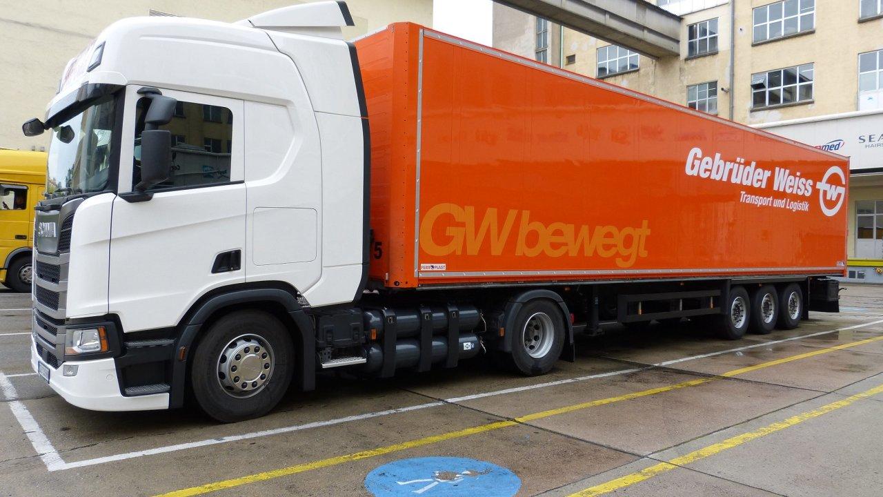 Přepravy pro Henkel vozí Gebrueder Weiss kamionem na CNG