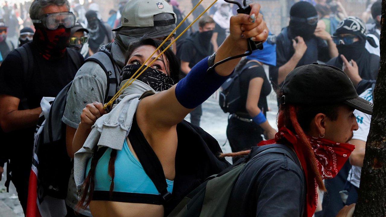 Zemí zmítají největší demonstrace za posledních 30let.