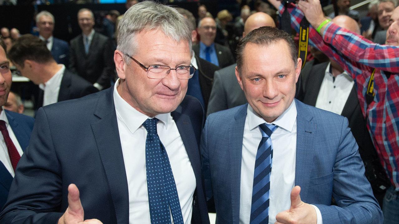 Dosavadní šéf AfD Jörg Meuthen (vlevo) svůj mandát obhájil, poslanec ze Saska Tino Chrupalla na postu druhého předsedy vystřídal Alexandera Gaulanda.