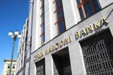 Banky profitují také z měnové politiky České národní banky.