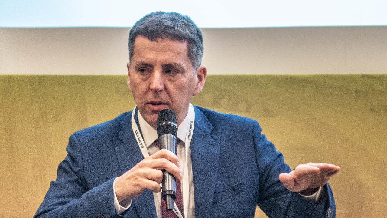 Šéfovi záruční arozvojové banky Jiřímu Jiráskovi se rychlost vyřizování žádostí oúvěr či jeho garanci nezdá optimální.
