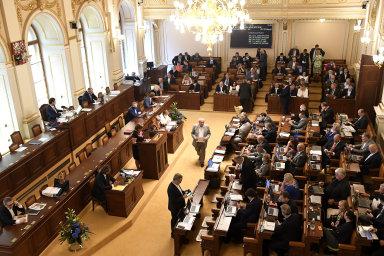 Pro schválení návrhu, kterým se daň z nabytí ruší, nakonec hlasovalo 187 přítomných poslanců, proti nebyl nikdo z nich - Ilustrační foto.