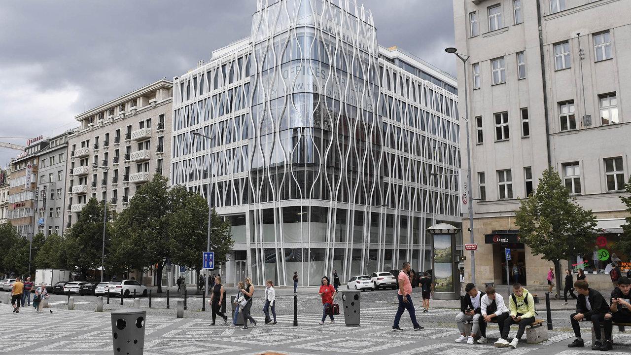 Flow Building narohu pražského Václavského náměstí aOpletalovy ulice se začíná zaplňovat.