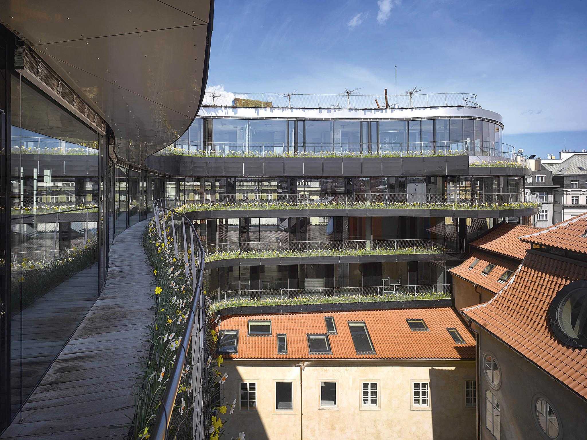 Nárožní administrativní budova Drn vyrostla napražskéNárodní třídě vmístě, kde dlouhá léta bývalo jen nevzhledné parkoviště.
