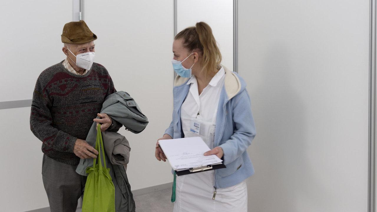 Pardubice, očkovací centrum, nemocnice, covid