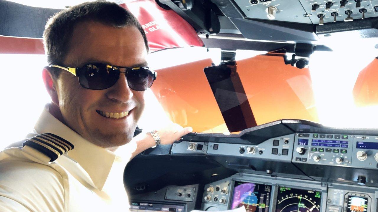 Pilot David Hecl v kokpitu Airbusu A380
