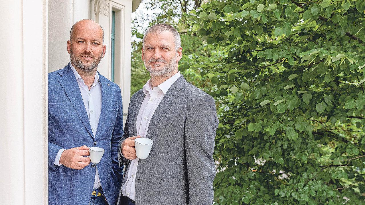 Majitel skupiny Luxent Emil Kasarda (vlevo) a ředitel realitní kanceláře Luxent– Exclusive Properties Jiří Kučera