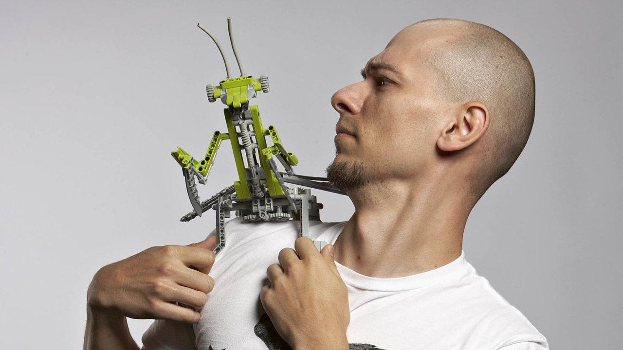 Milan Reindl: Vroce 2010 mně někdo poradil, že Lego hledá designéry aže to, co dělám, není vlastně špatné, že bych to měl zkusit. Tak jsem se jim ozval.