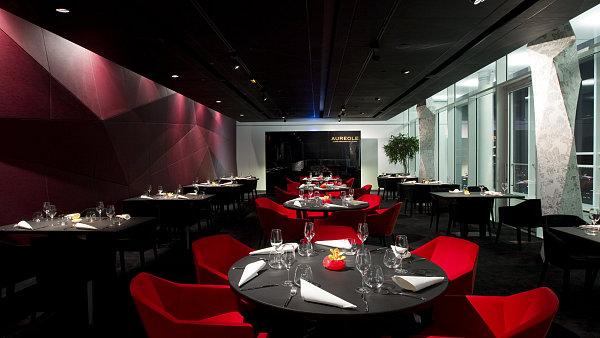 Kdyby chtěl šéfkuchař pražské restaurace Aureole (na snímku) Jiří Král pozvat obchodní partnery někam jinam, byla by to restaurace Esprit v Holiday Inn.