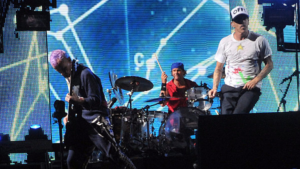 Red Hot Chili Peppers: Zleva Michael Balzary, Chad Smith a Anthony Kiedis