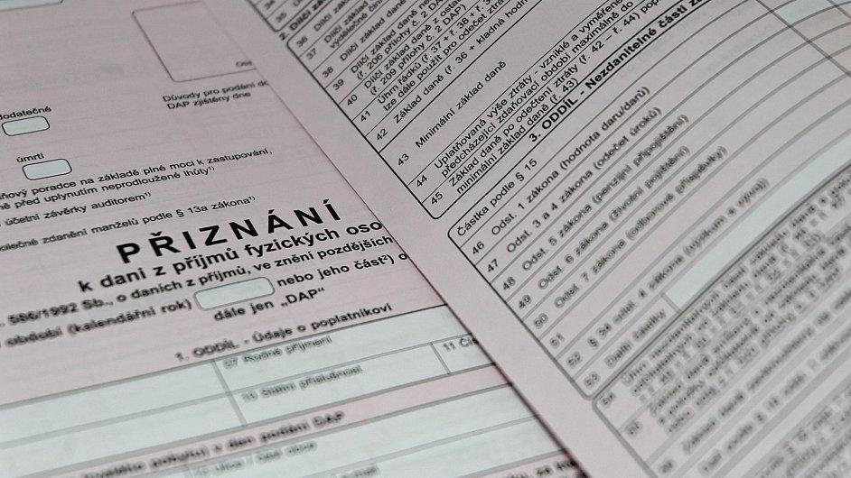 Drobné dary lidé v daňových přiznáních neuvádějí - Ilustrační foto.