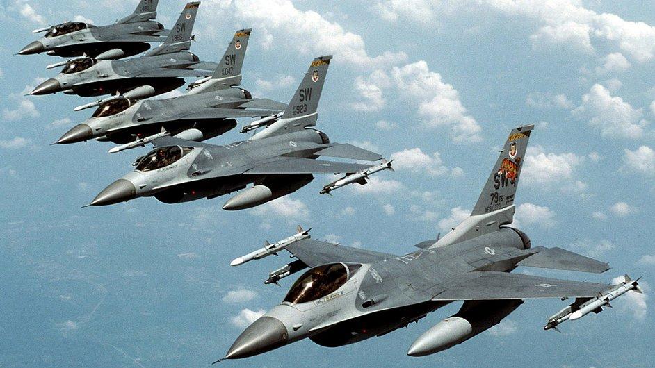 Letouny F-16. Ilustrační foto