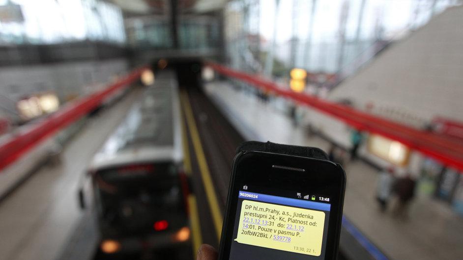 SMS jízdenka - Ilustrační foto.