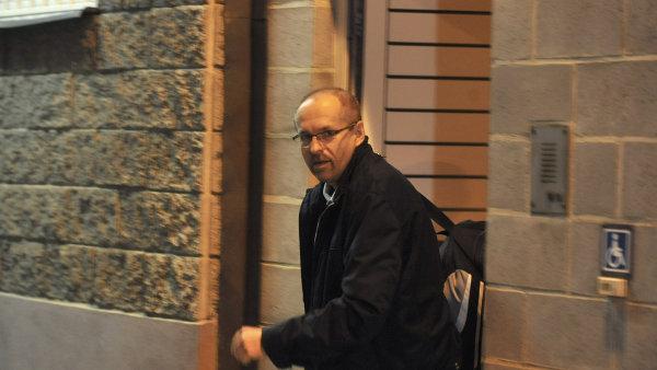 Ivan Fuksa opouští brány ostravské vazební věznice.