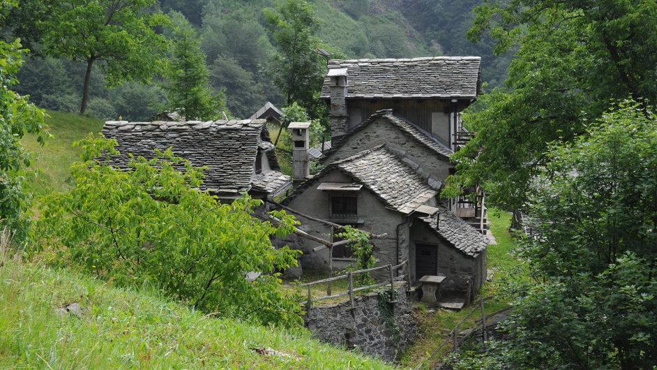 Návštěva Val Grande je příležitostí pro zkušené turisty, kteří si přinejmenším jídlo a spacák ponesou na zádech (Alpe La Piana).