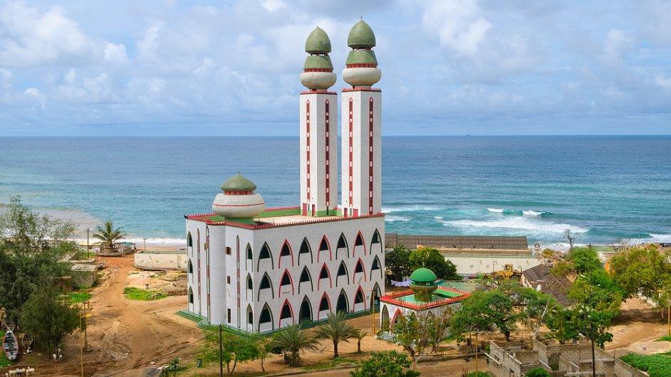 Islámské bankovnictví začíná v Africe vzkvétat. (Na ilustračním snímku mešita v senegalském Dakaru)