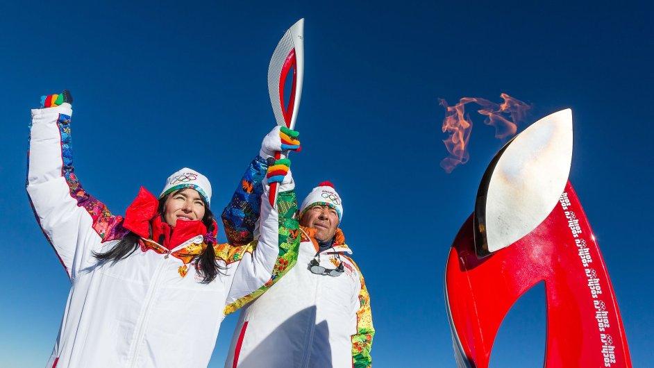 Olympijská pochodeň zavítala cestou do Soči i na horu Elbrus.