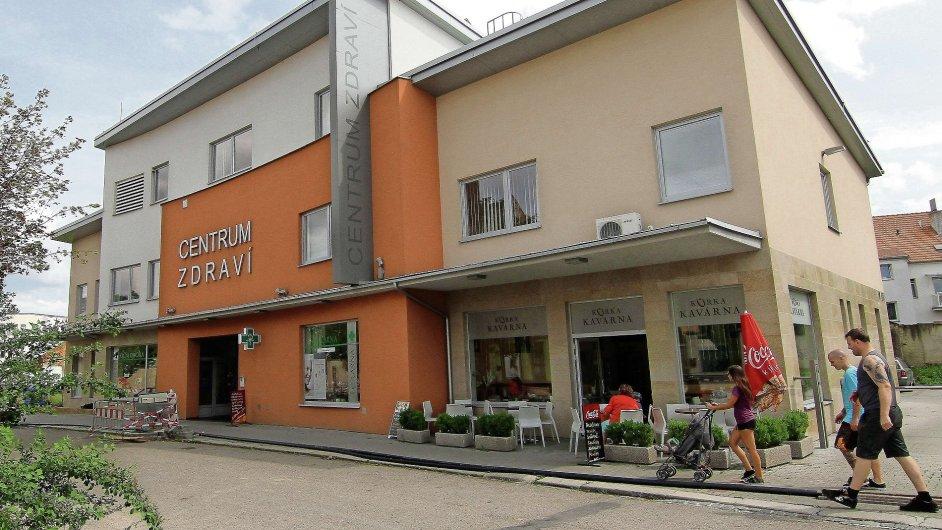 Za peníze od státu Centrum zdraví otevřelo ve Vodní ulici v Prostějově v roce 2012. Jsou v něm ordinace gynekologů, optika, ortopeda a také lékárna.