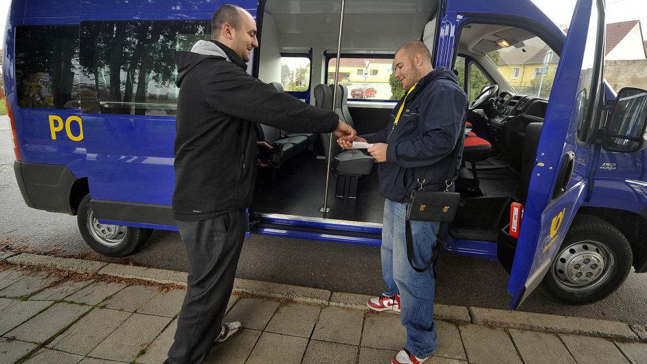 Loni v listopadu začala Česká pošta na Třebíčsku testovat pilotní projekt na přepravu cestujících.