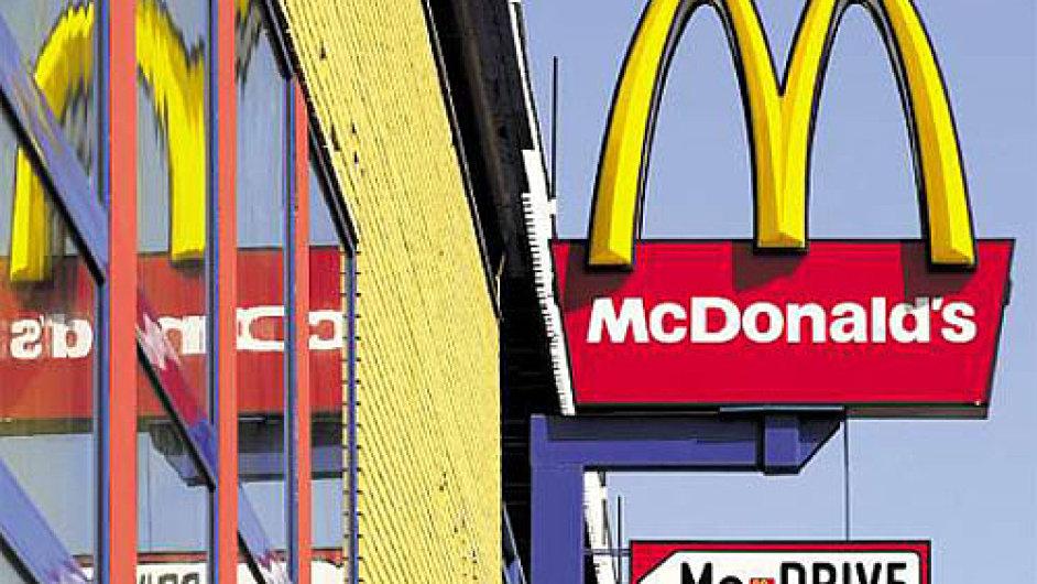McDonald's se kromě kritiky potýká rovněž s vyslovenými pomluvami. V 70. letech se třeba říkalo, že do hamburgerů přidává červy.