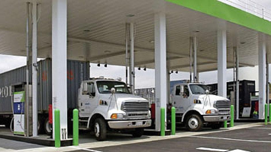 Nejvíc kamionů na LNG jezdí po Severní Americe, ani tady ale síť plniček nestačí.