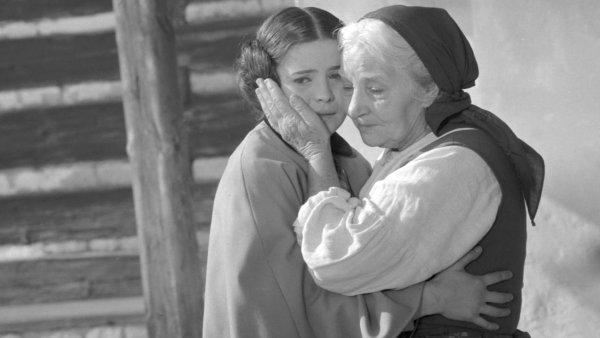 """V lednu 1971 skončil režisér Antonín Moskalyk natáčení nového čtyřdílného barevného filmu """"Babička""""."""