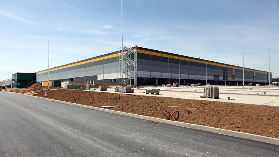 Distribuční centrum v Dobrovízi zahájí ostrý provoz v září letošního roku.