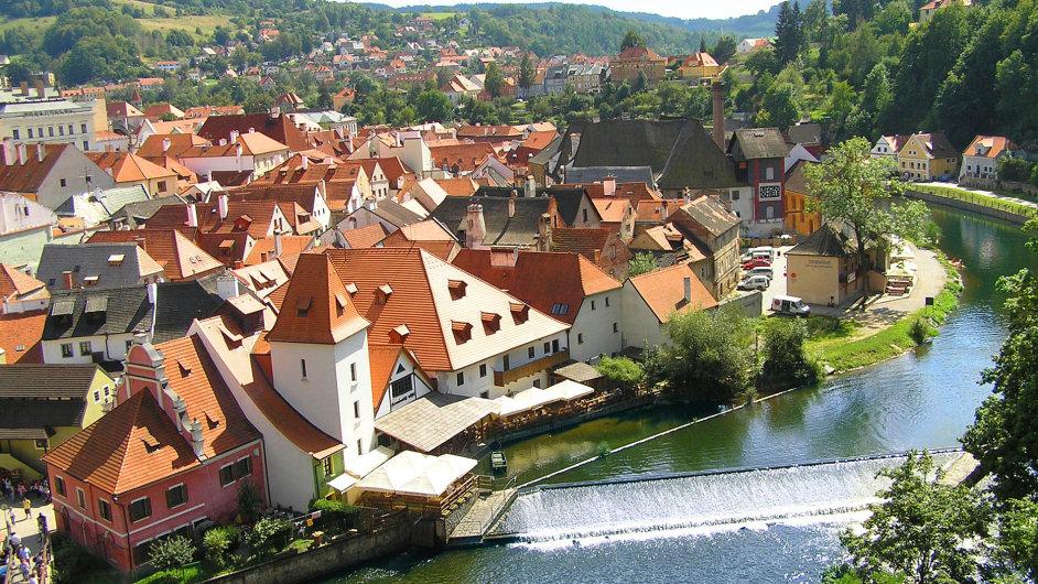 Český Krumlov je pro vodáky sjíždějící Vltavu povinná zastávka.