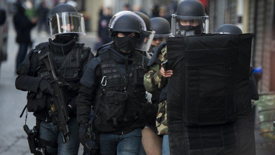 Na místě zasahují francouzští policisté - Ilustrační foto.